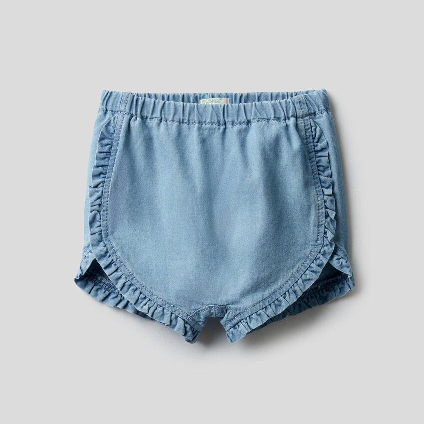 Pantalón corto con volantes
