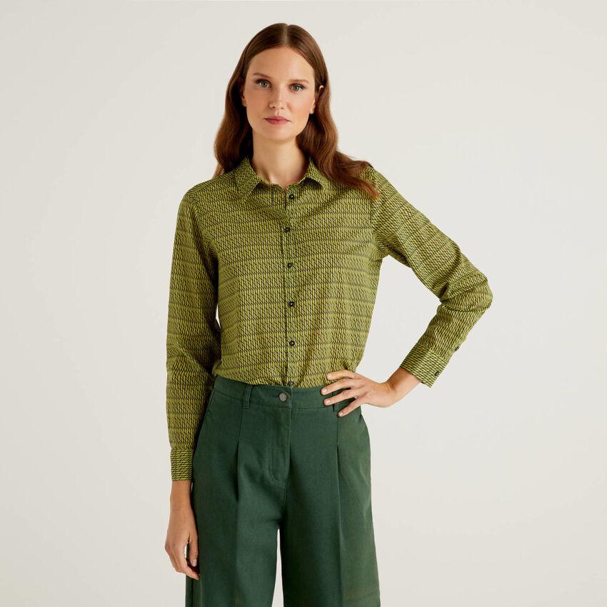 Camisa con estampado verde de 100 % algodón