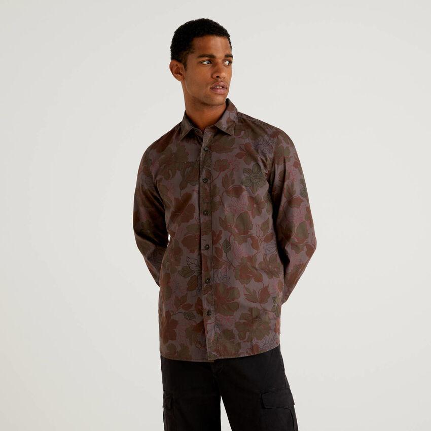 Camisa slim fit con estampado floral
