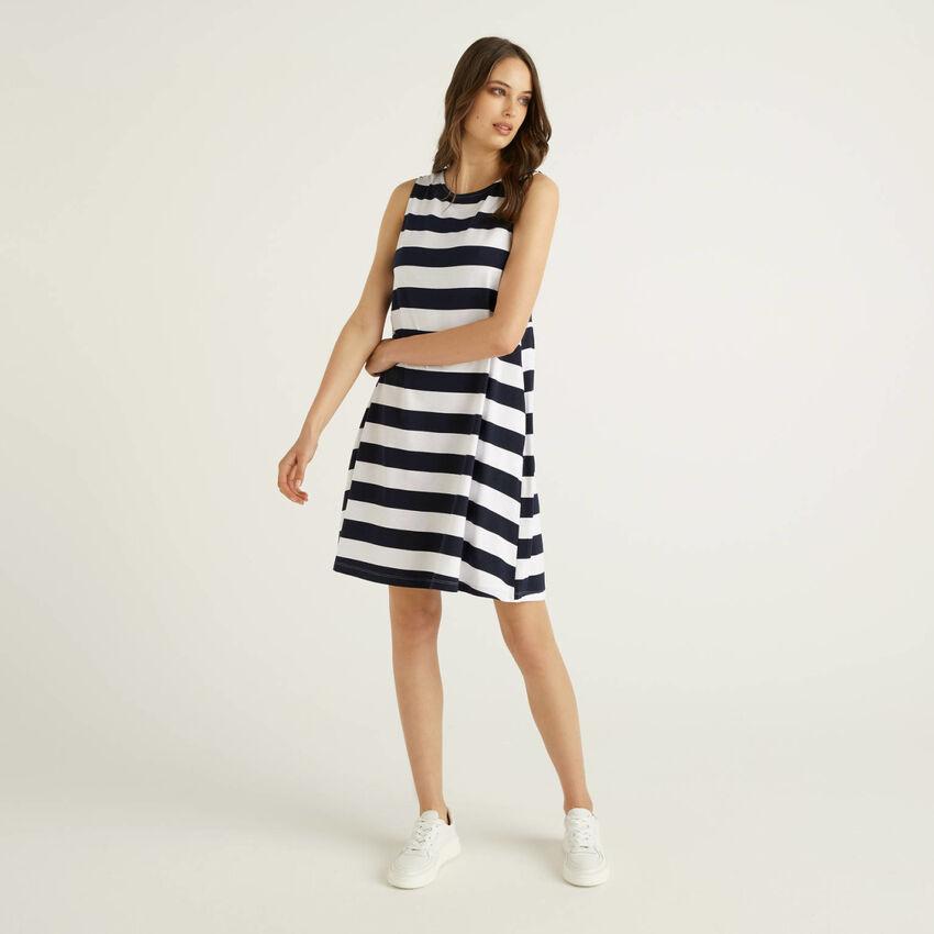 Vestido corto de rayas sin mangas
