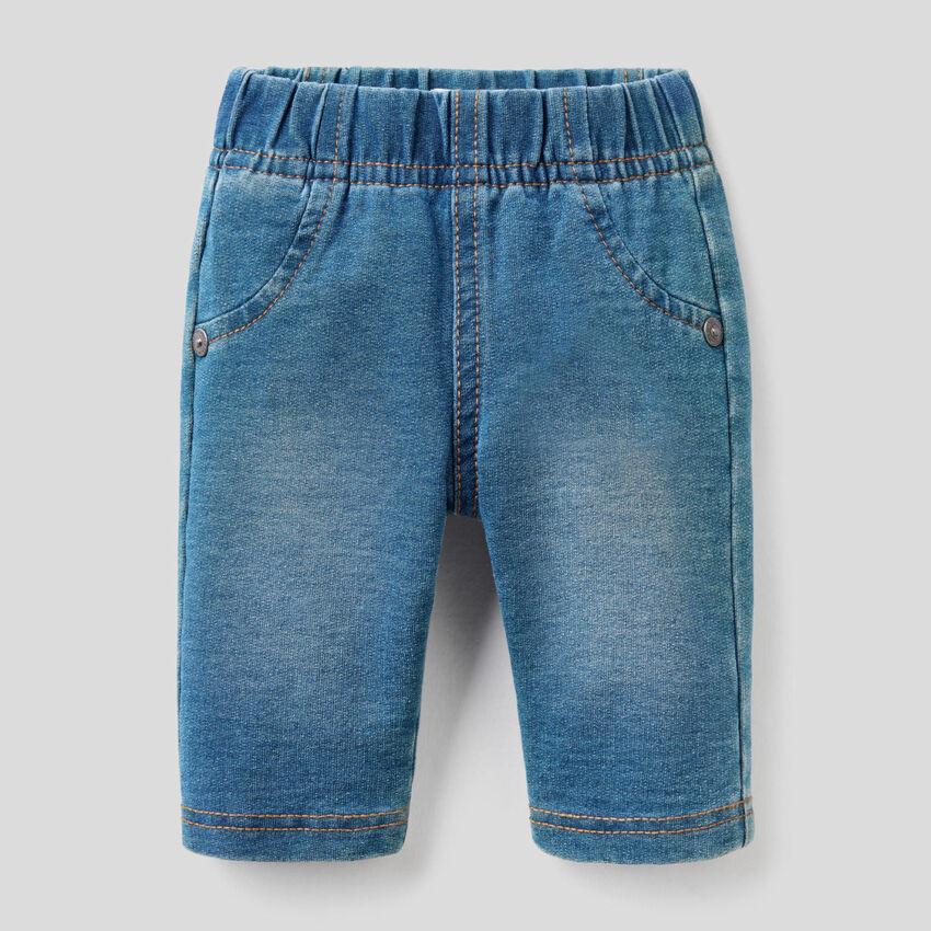 Pantalones efecto vaquero con hocico