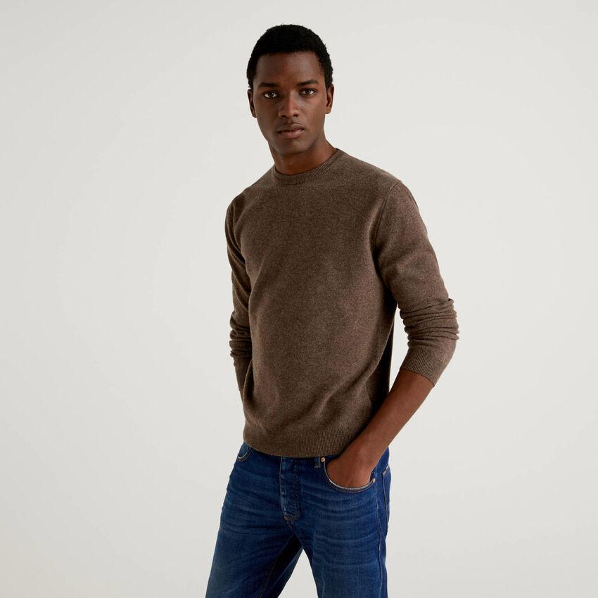 Jersey de cuello redondo marrón de pura lana virgen