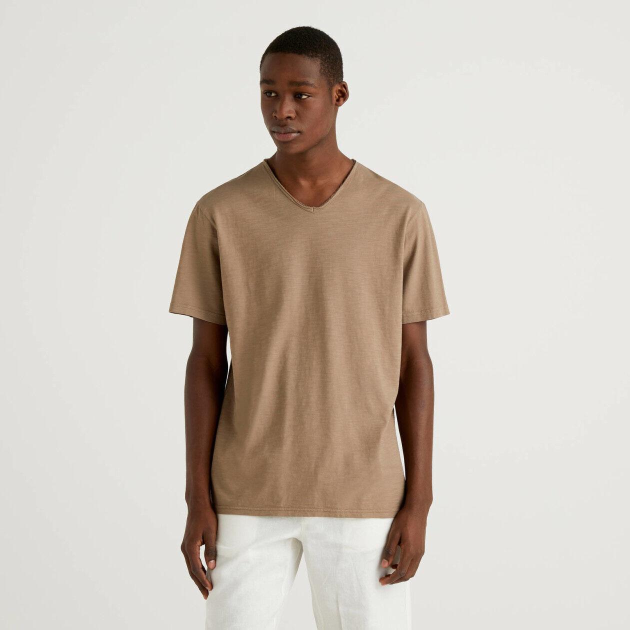 Camiseta de 100% algodón con escote de pico
