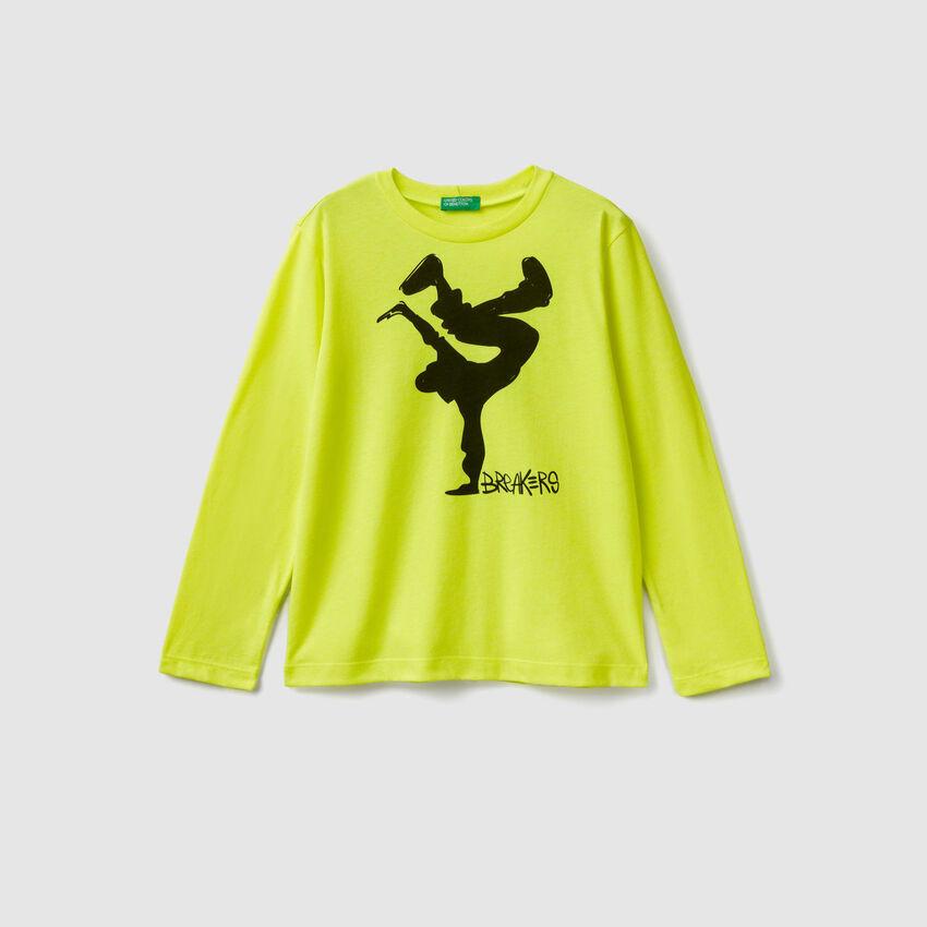 Camiseta con detalles flúor