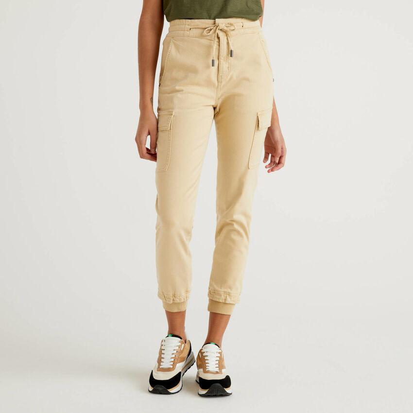 Pantalón cargo slim fit de algodón elástico