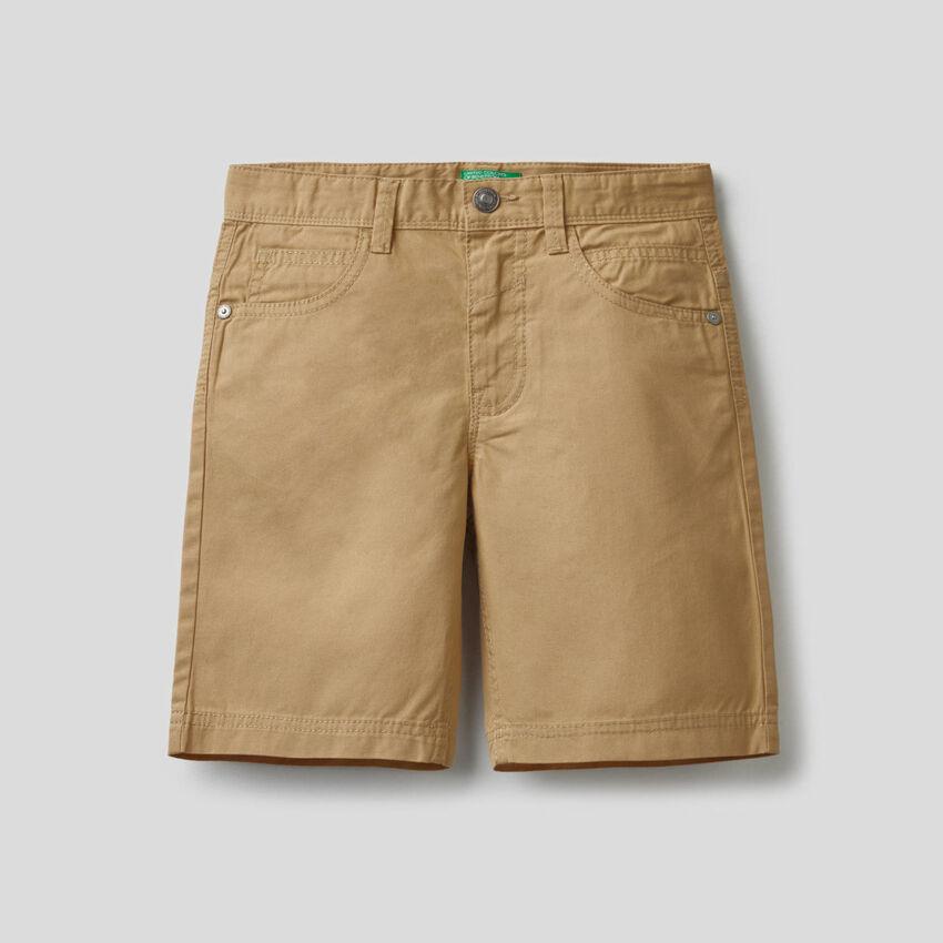 Pantalón corto con cinco bolsillos