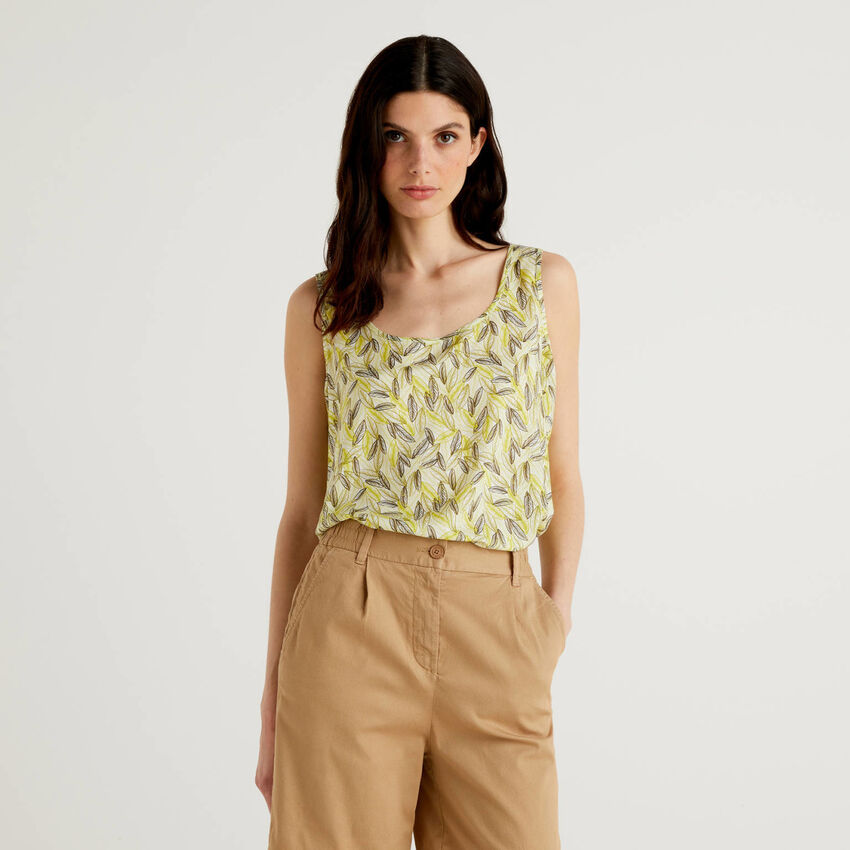 Camiseta de tirantes amplia con estampado botánico