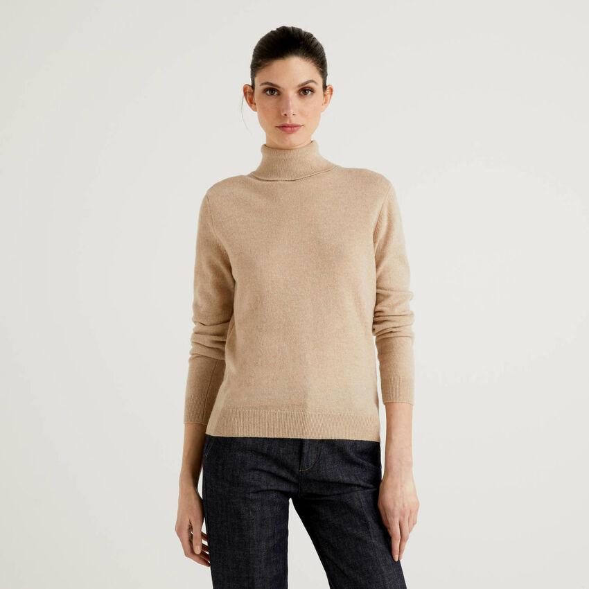 Jersey de cuello cisne beige de pura lana virgen