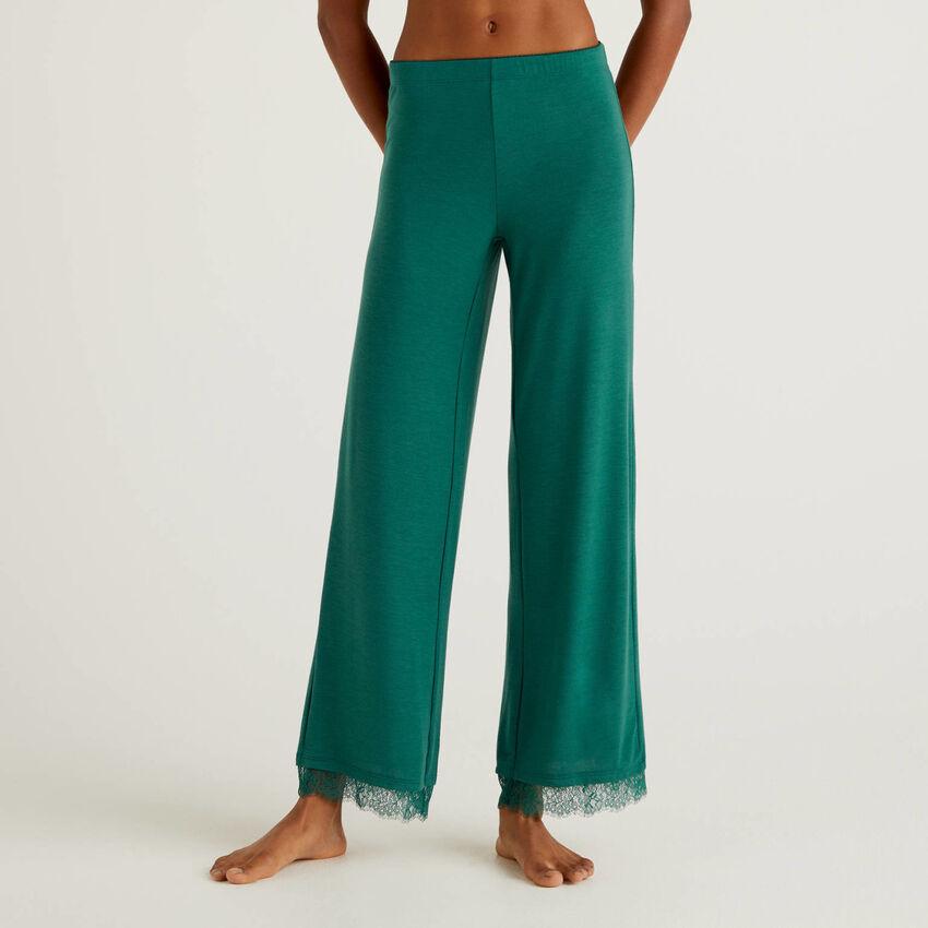 Pantalón con detalle de encaje