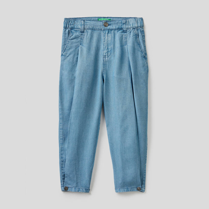 Pantalón de corte zanahoria