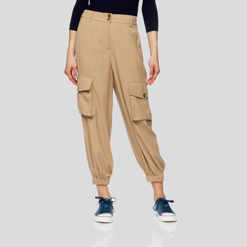Pantalones cargo fluidos