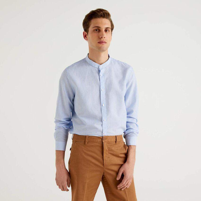 Camisa de rayas con cuello mao