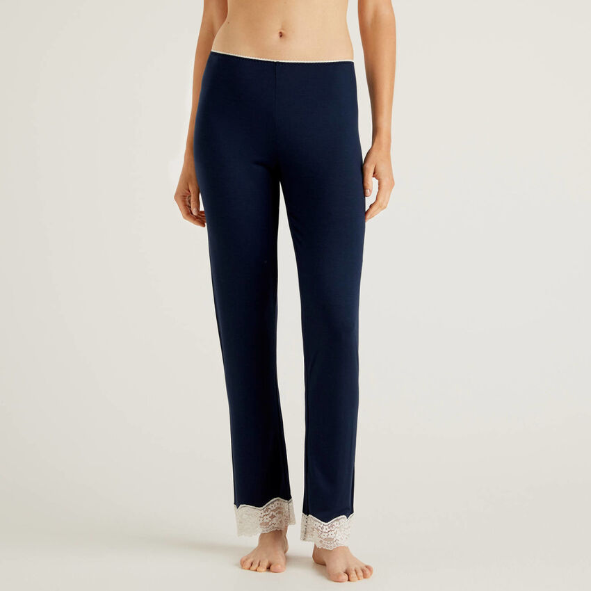 Pantalón con detalles de encaje