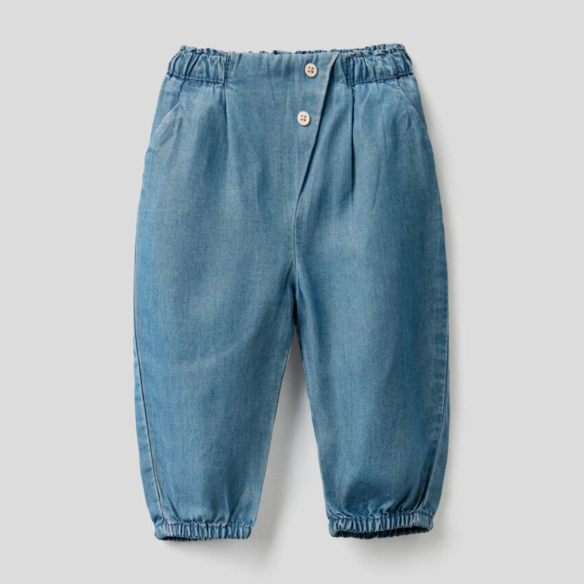 Pantalón con cintura fruncida