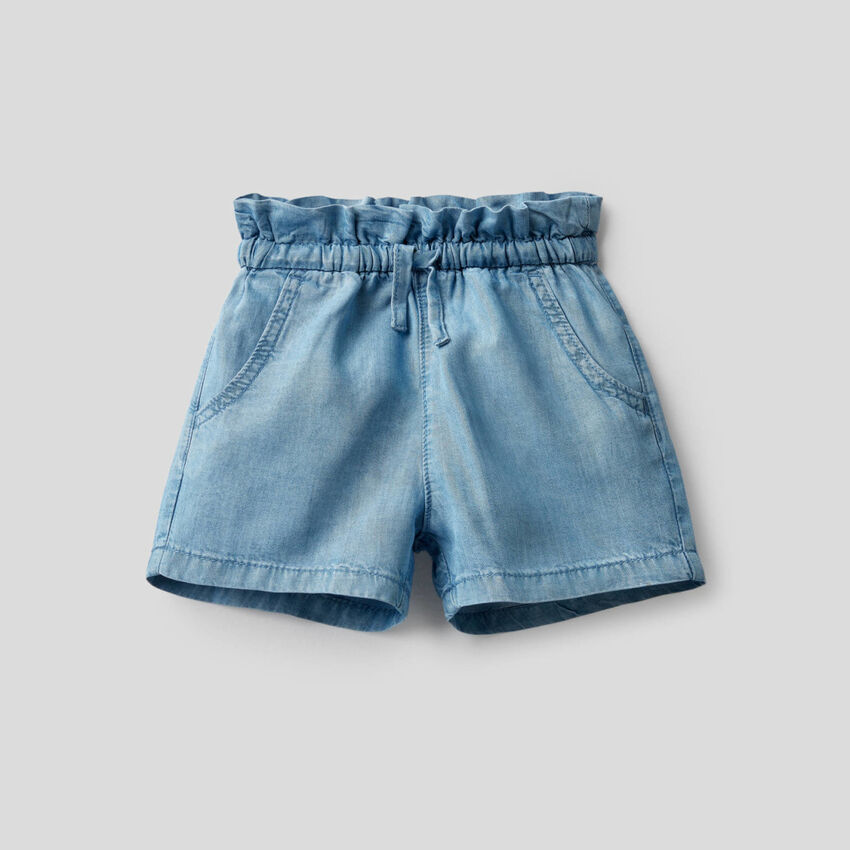 Pantalón corto de talle alto de tela vaquera ligera