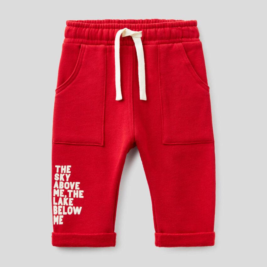 Pantalón baggy fit rojo de felpa