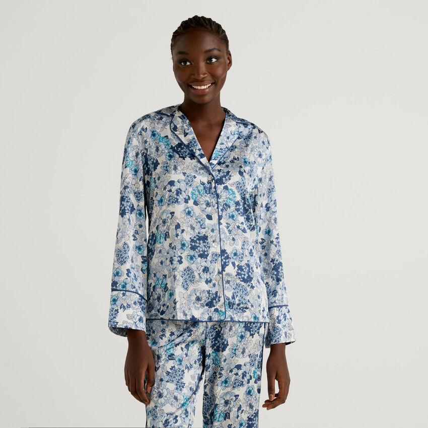 Blusa de pijama con estampado floral