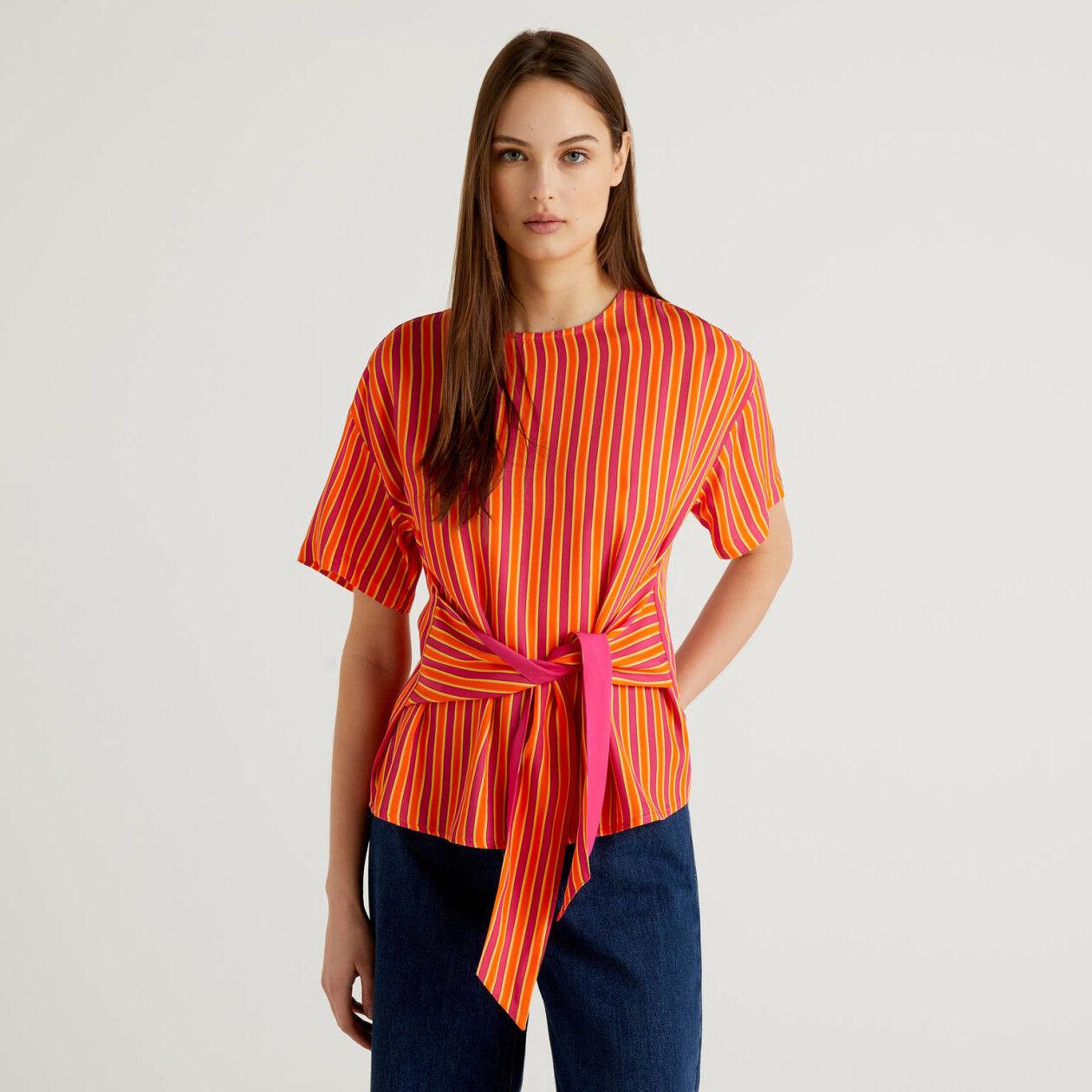 Blusa de rayas con lazada