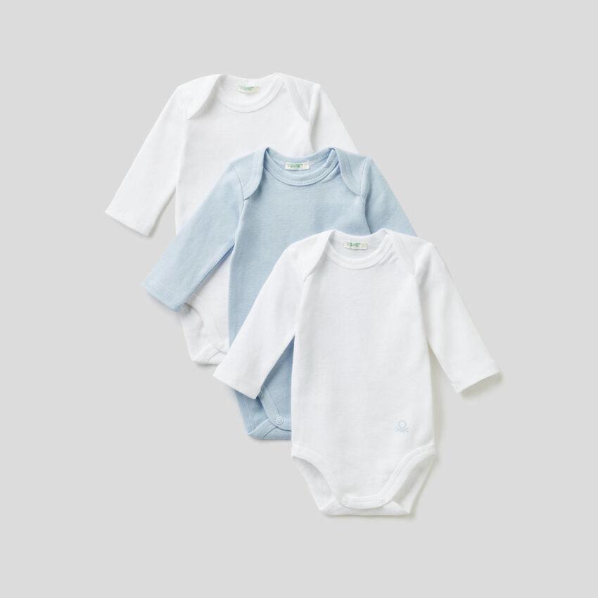 Tres bodis lisos de algodón orgánico
