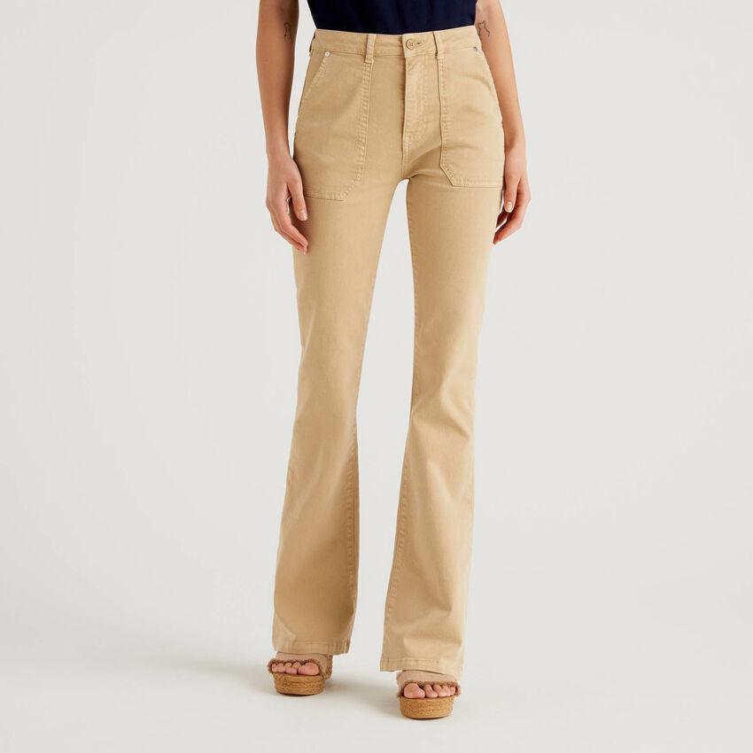 Pantalón de algodón con teñido natural