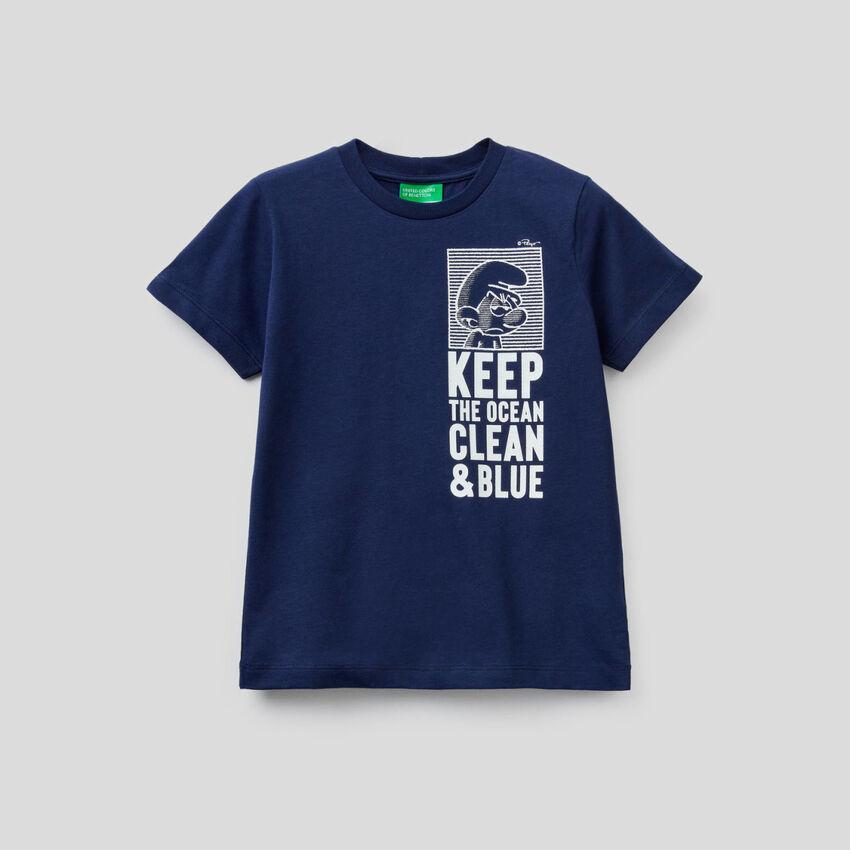 Camiseta azul oscuro con estampado de pitufos