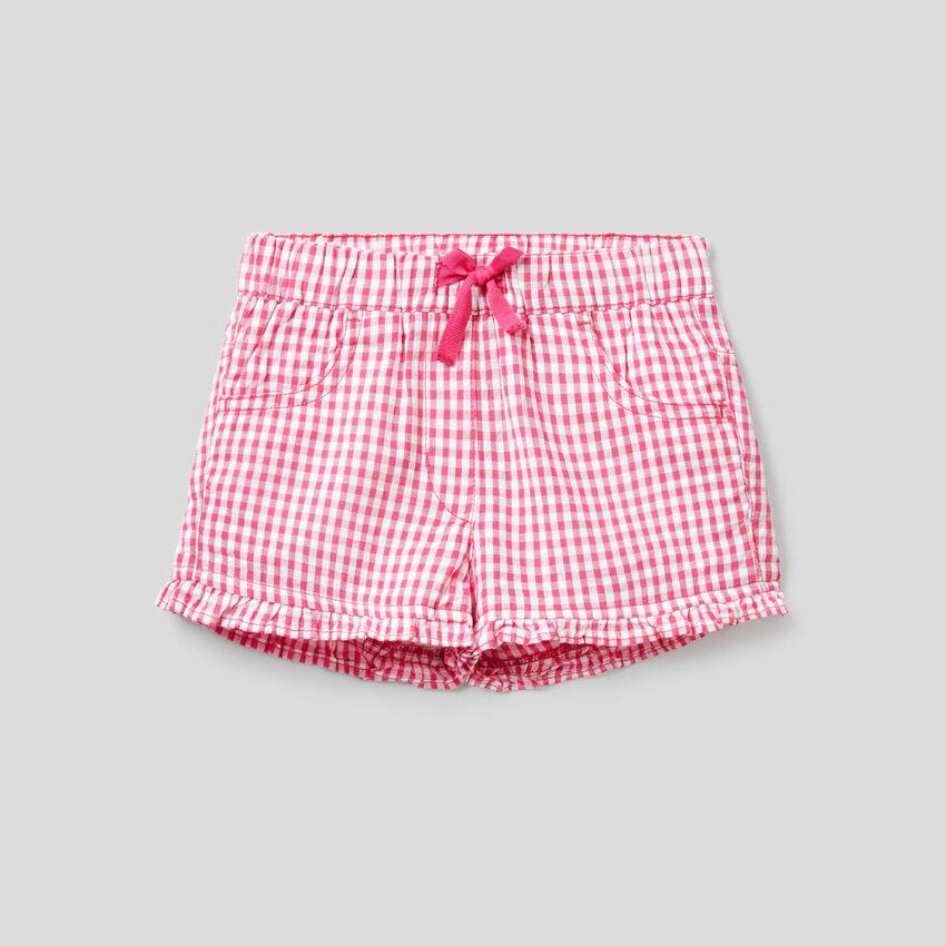Pantalón corto con estampado de Vichy fucsia