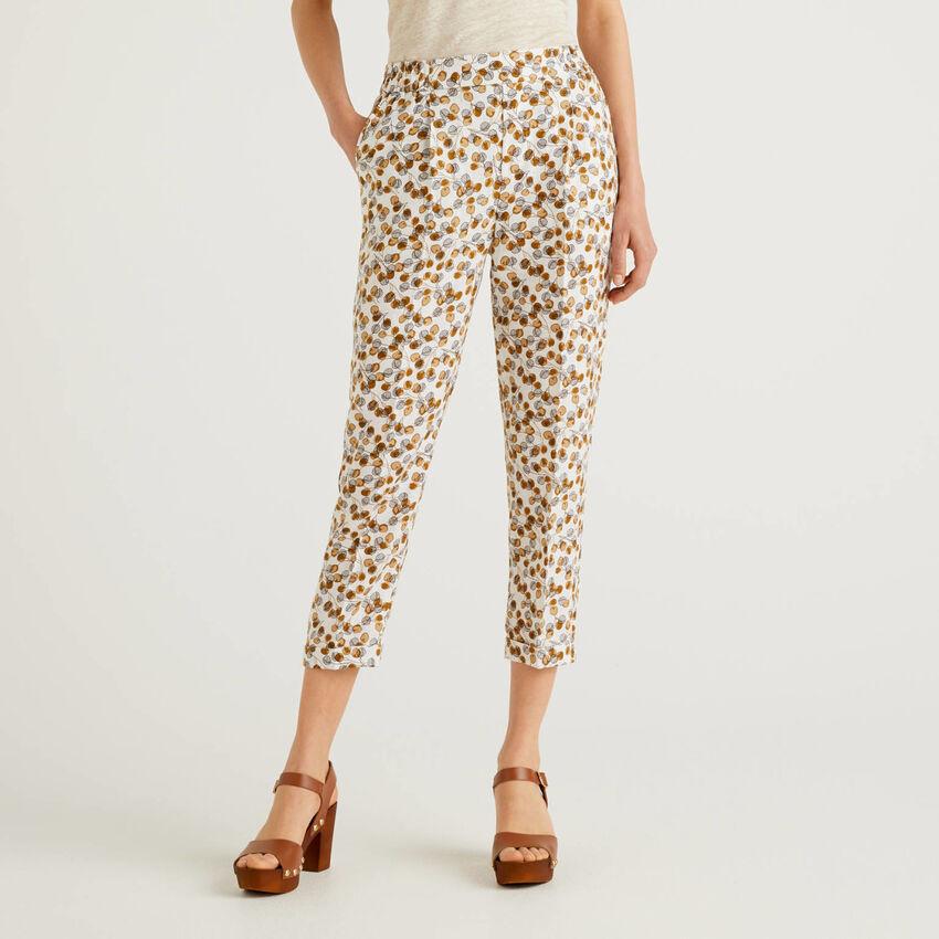 Pantalón de 100% lino con estampado