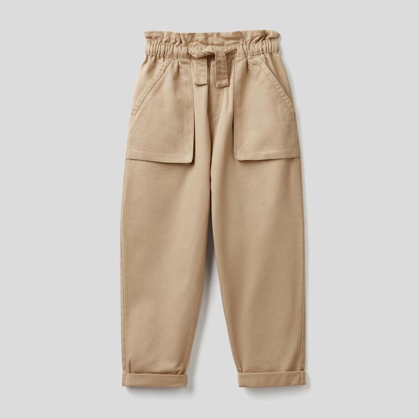 Pantalón con maxibolsillos