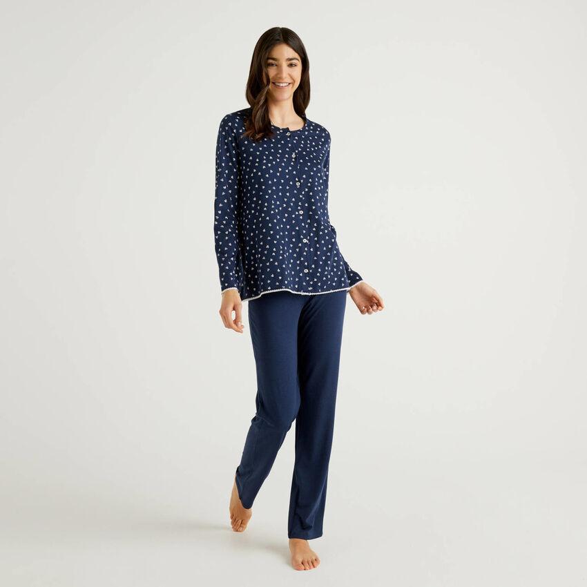 Pijama con camiseta abierta