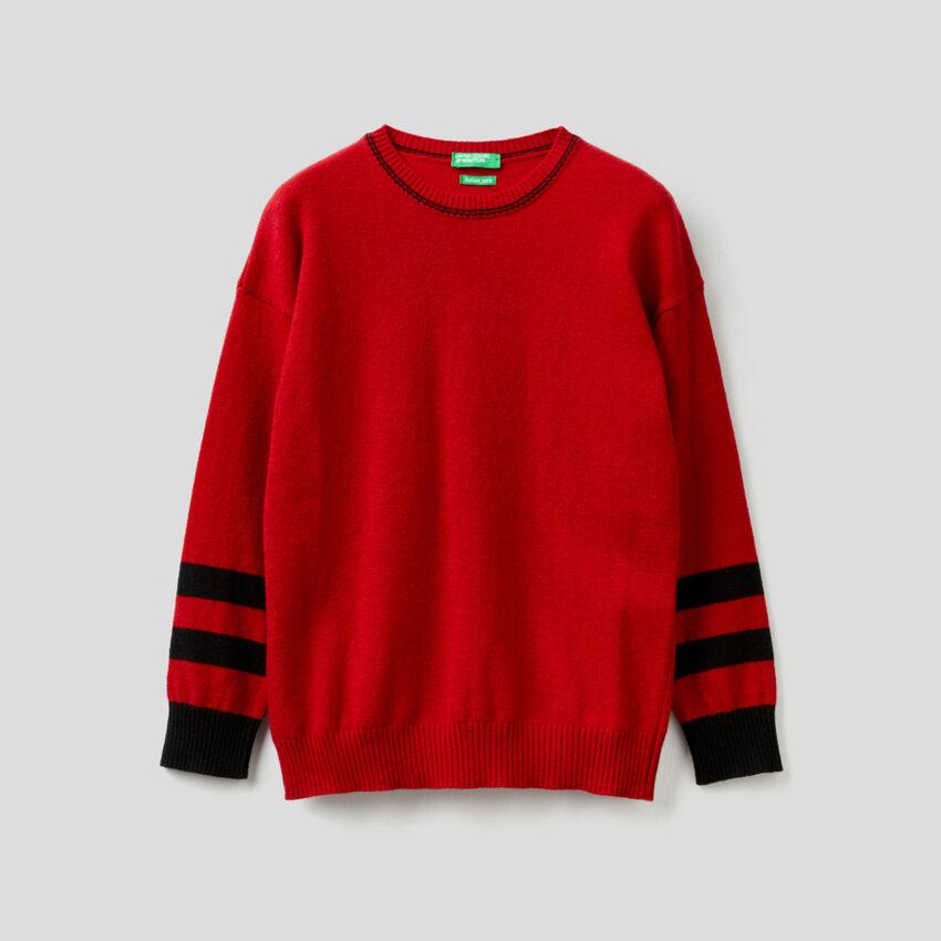 Jersey rojo con gráfico grabado