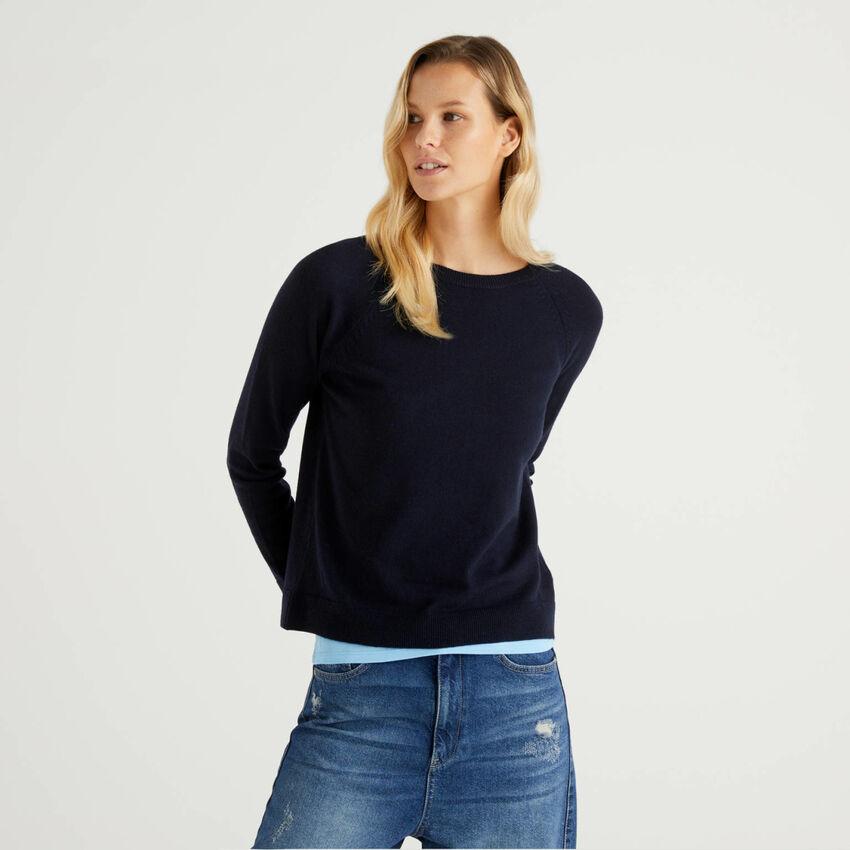 Jersey de cuello redondo azul oscuro en mezcla de lana y cachemir