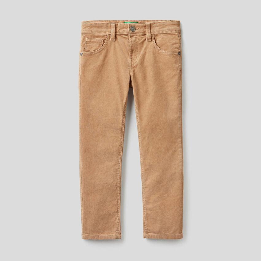 Pantalón slim fit de pana elástica