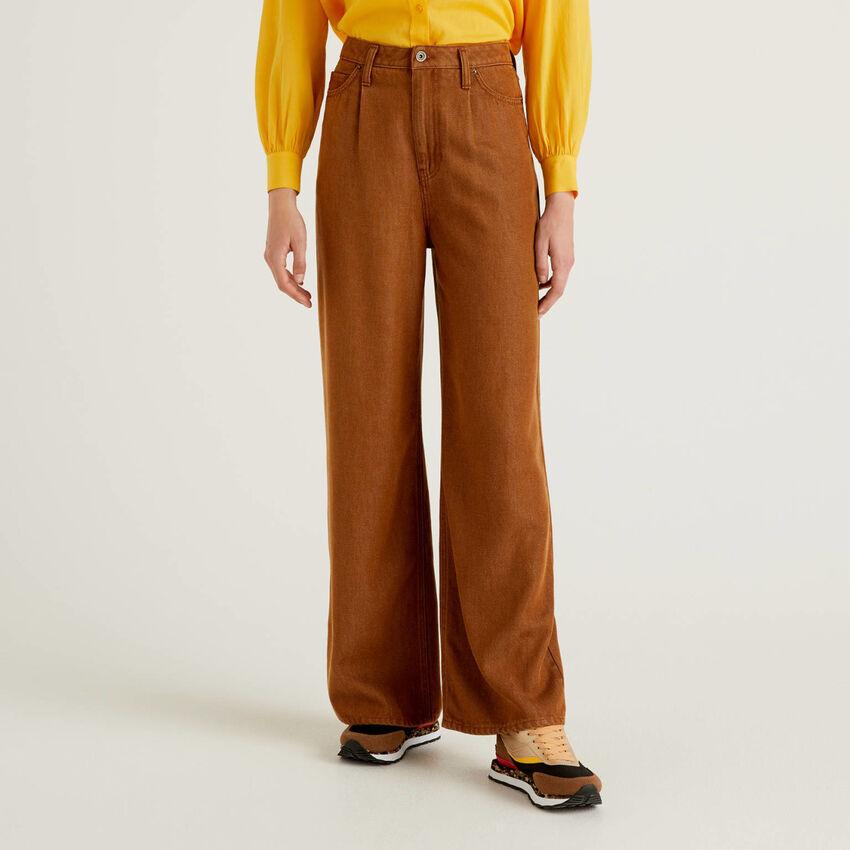 Pantalones de pierna ancha en tejido natural