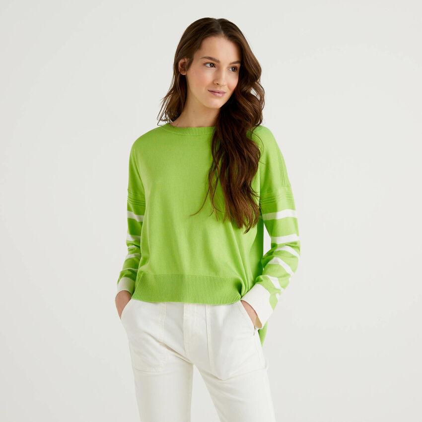 Jersey verde claro con abertura trasera