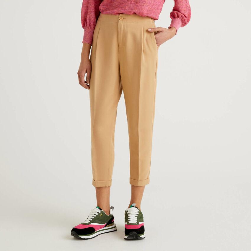 Pantalón con raya central