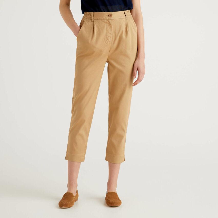 Pantalón liso de algodón elástico