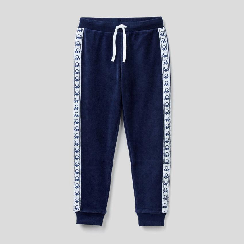Pantalón de chenilla con bandas con logotipo