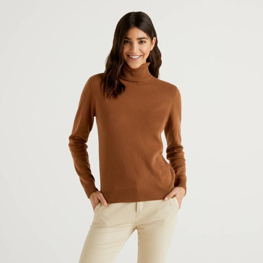 Jersey de cuello cisne marrón de pura lana virgen