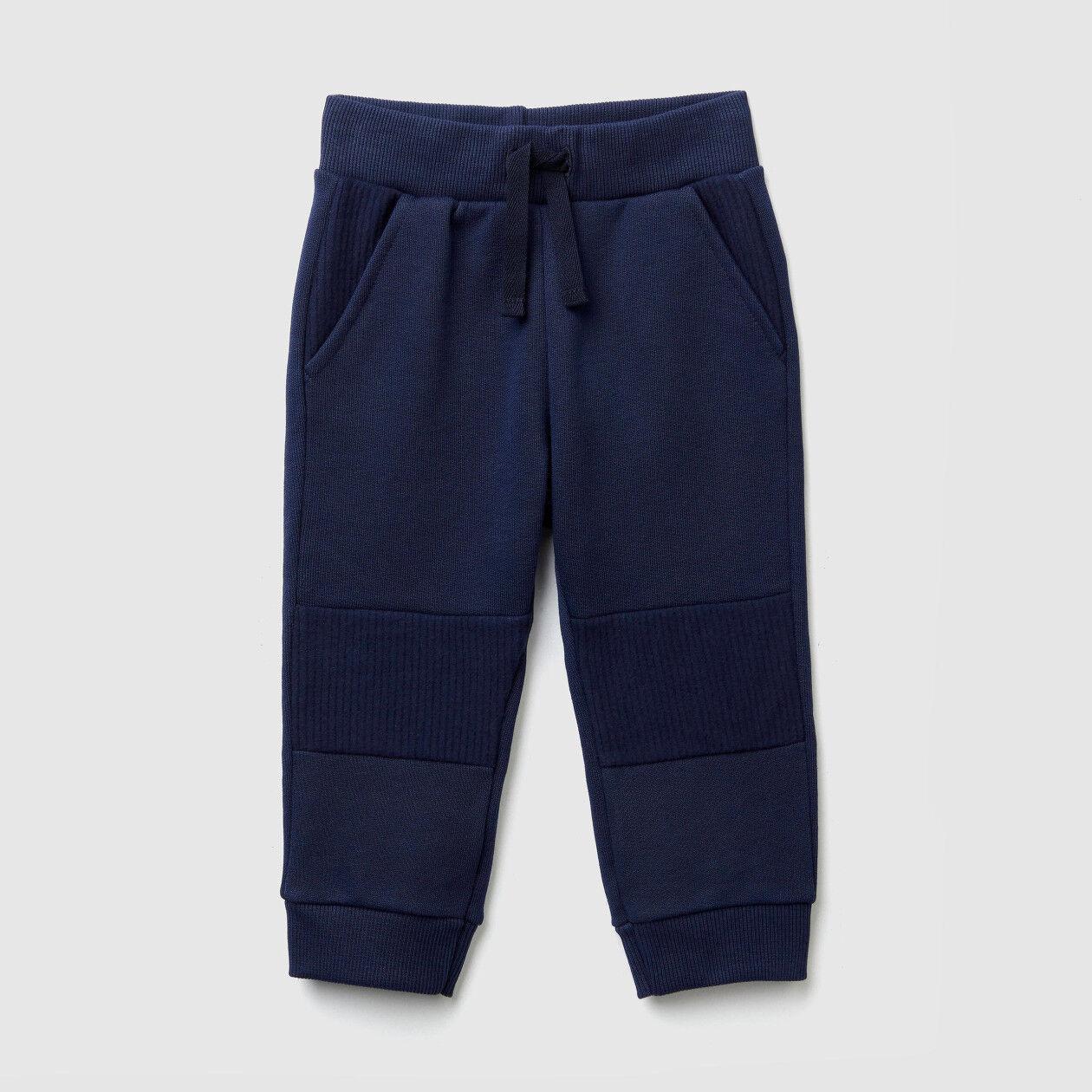 Pantalón de felpa con inserciones