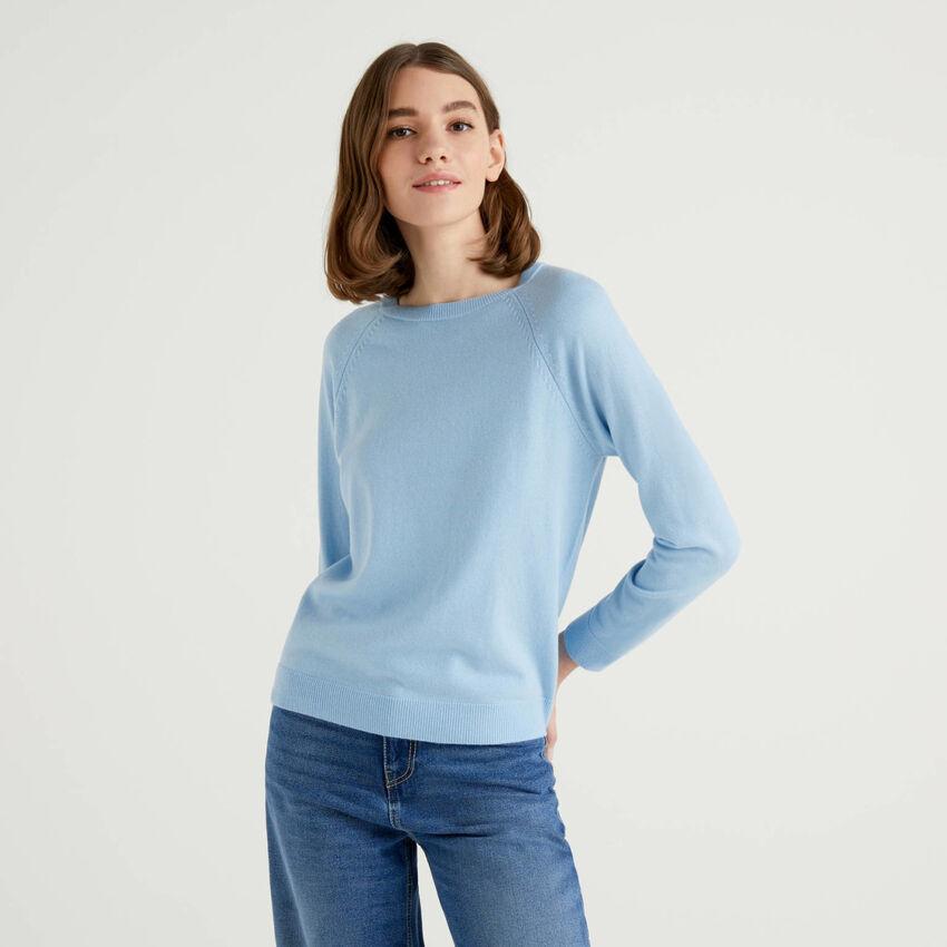 Jersey de cuello redondo azul en mezcla de lana y cachemir