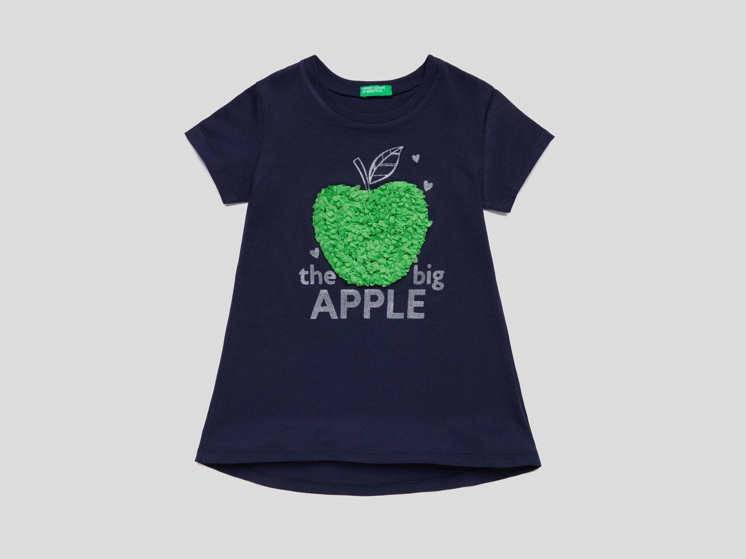 Camiseta con estampado y bordados image number null