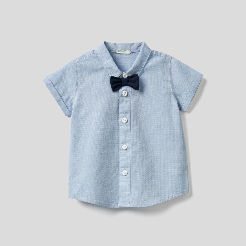 Camisa de algodón 100 % con pajarita