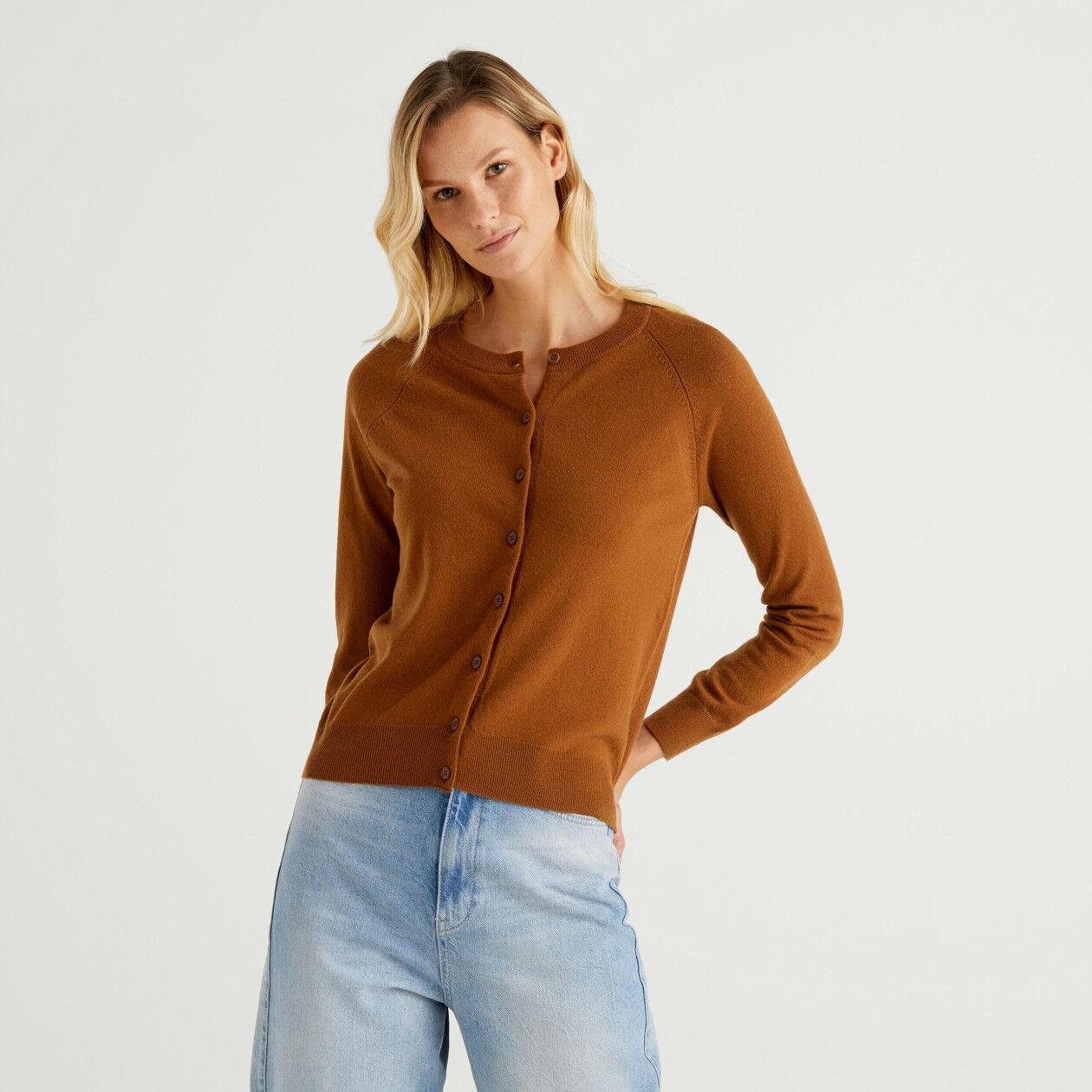 Cárdigan de cuello redondo marrón en mezcla de lana y cachemir