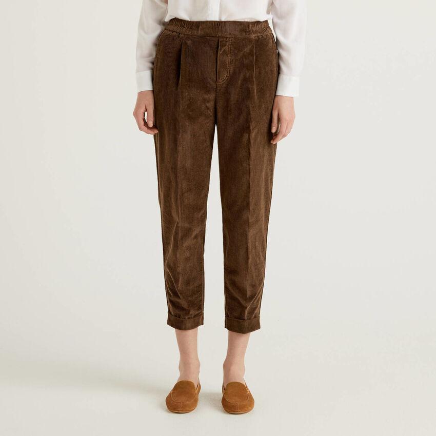 Pantalones chinos de pana con cintura elástica