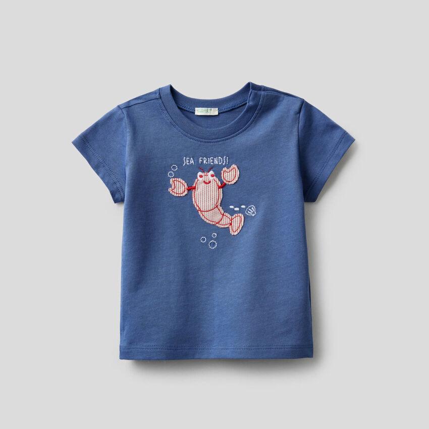 Camiseta de algodón orgánico con bordado