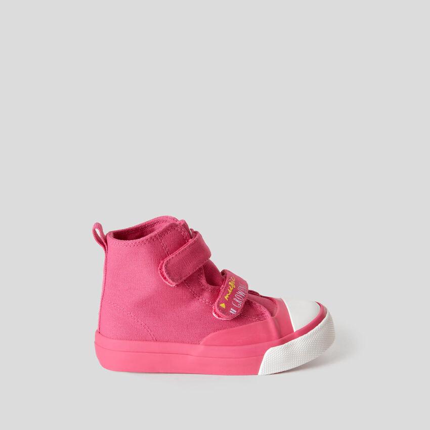Sneakers altas con cierre de velcro