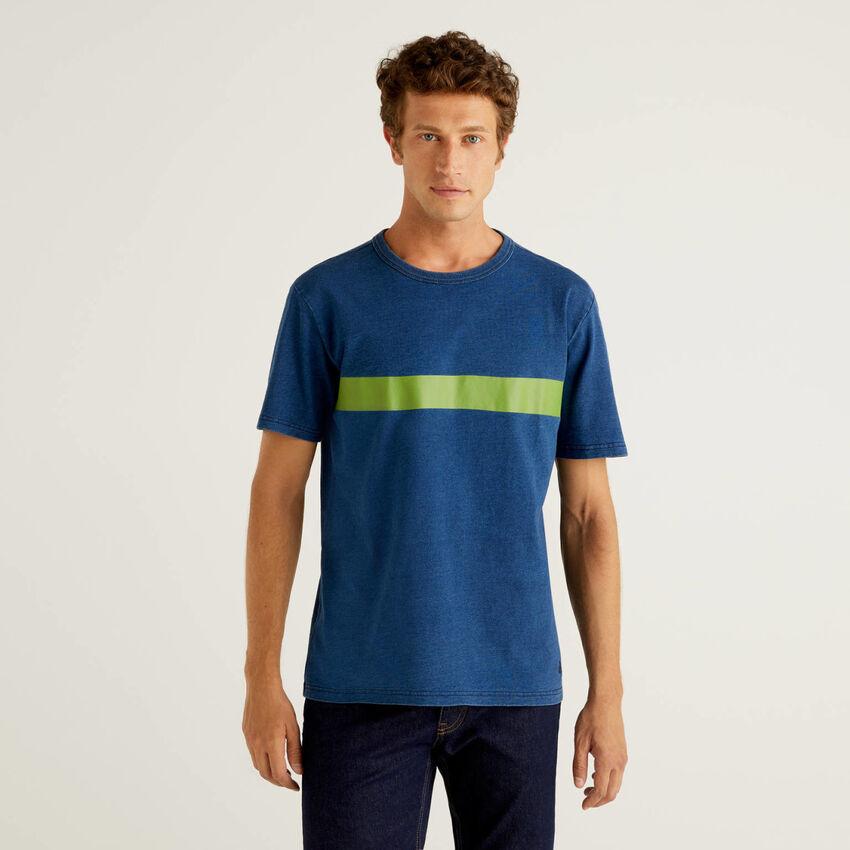 Camiseta de 100 % algodón con teñido índigo