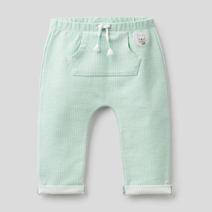 Pantalón en tejido elástico de rayas