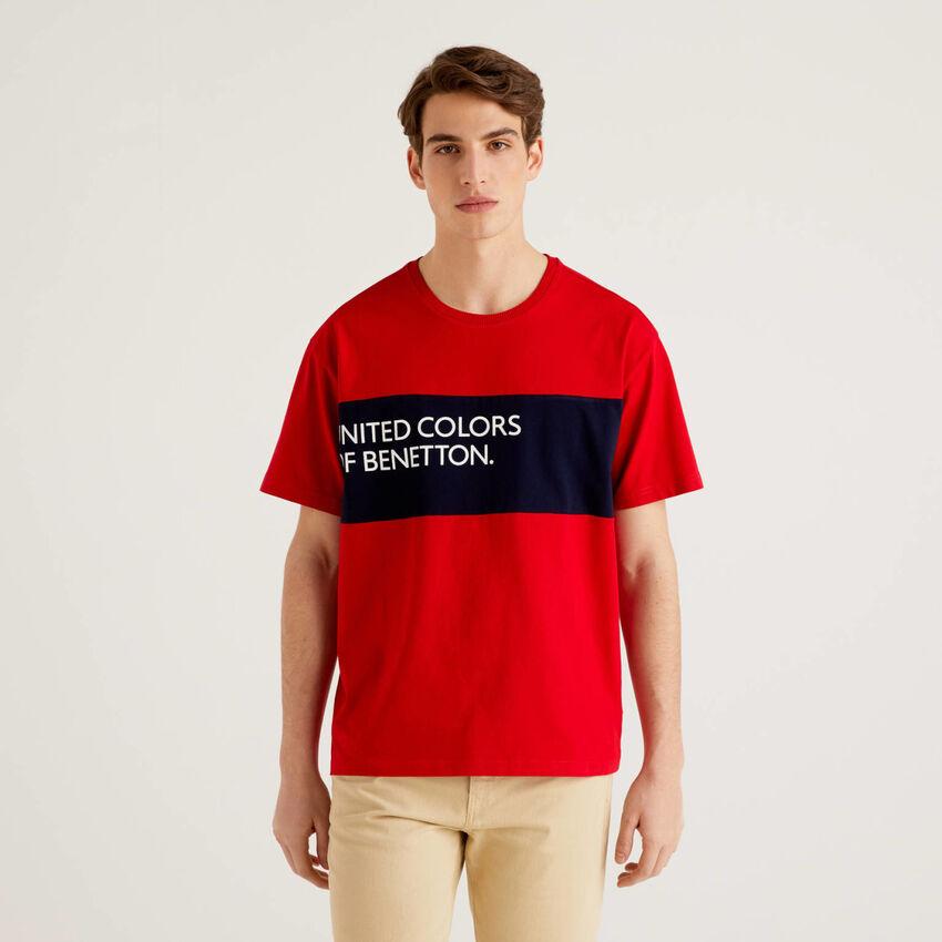 Camiseta de 100% algodón con banda en contraste