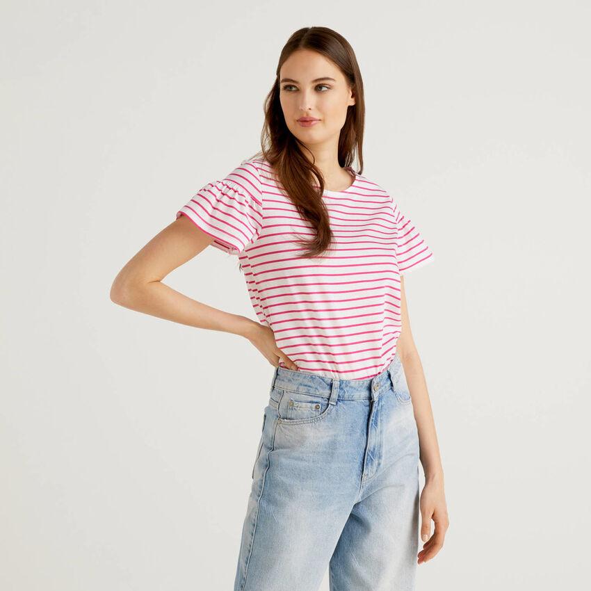 Camiseta de rayas con manga fruncida